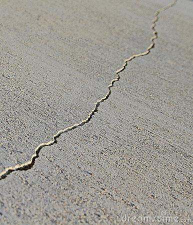 rachadura-no-concreto-22256568.jpg